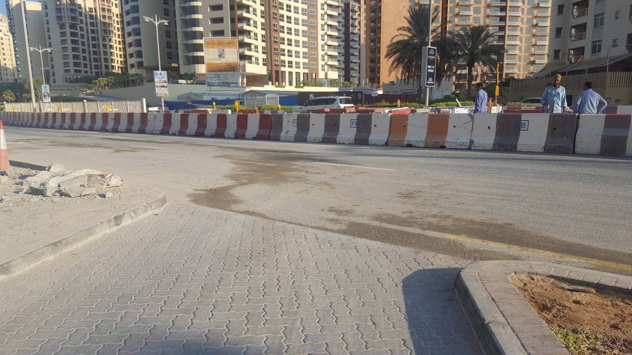 U-Turns on the trunk roads are now blocked off. Let's hope Nakheel improves the aesthetics.
